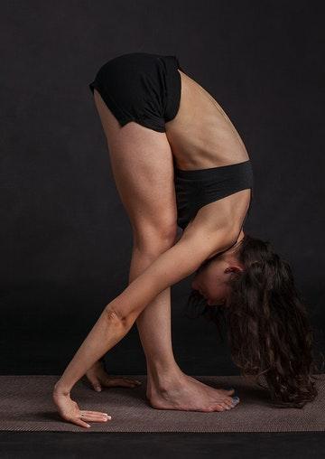 Femme yoga posture de la pince
